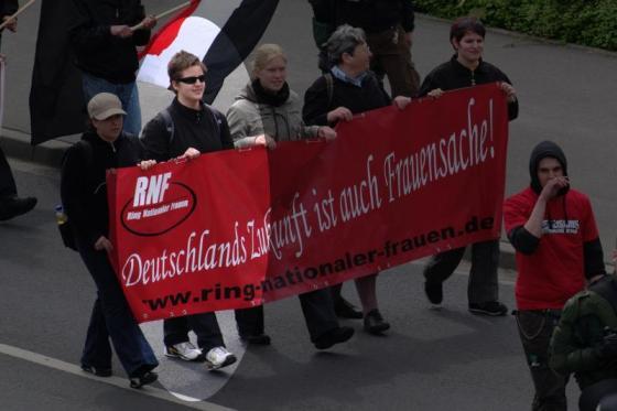 Maria Dimerli en una manifestació neonazi