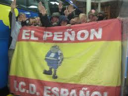 Uns ultres sostenen la bandera d'El Peñón, en una imatge penjada al bloc d'aquest grup d'animació.
